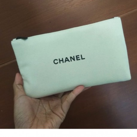 CHANEL LES BEIGES POUCH