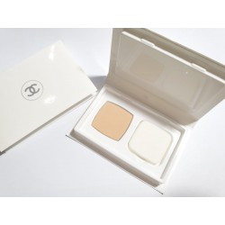 Chanel LE BLANC Pressed Powder Deluxe Size - 20 Beige