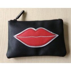 MAC BLACK POUCH LIPS